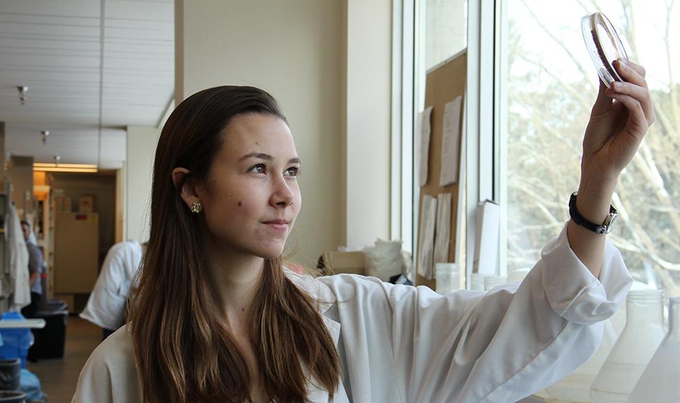Elizabeth Culp, co-auteur principal et candidat au doctorat de McMaster en biochimie.